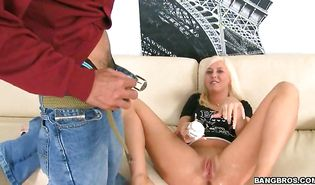 Topnotch blond Felicia Fallon loves giving amazing blowjobs