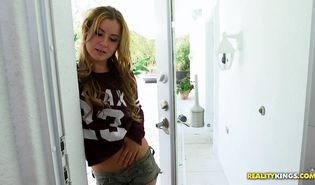 Vigorous blond Payton Lee loves giving amazing blowjobs