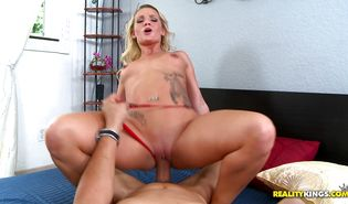 Prurient lady Cali Carter is doing her routine while getting fucked in the arse